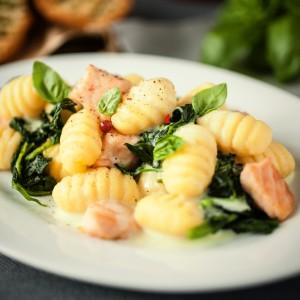 Gnocchi z łososiem i szpinakiem