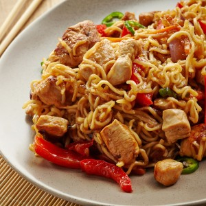 Przepis na sałatkę z zupek chińskich
