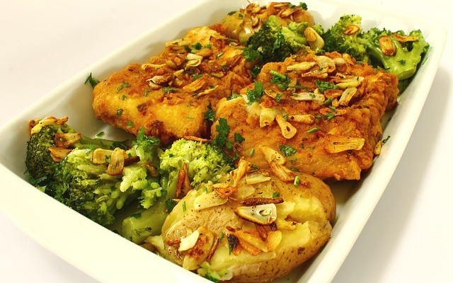 przepis na dorsza z brokułami i czosnkiem